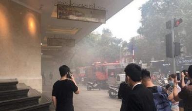 Xế sang bốc cháy tại tầng hầm Trung tâm thương mại Tràng Tiền Plaza