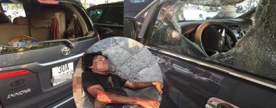 Hà Nội: Người đàn ông nghi ngáo đá cầm gạch lao vào đập phá khiến tài xế trọng thương