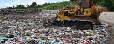 Tỉnh Quảng Ngãi yêu cầu xử lý cấp tốc hơn 2000 tấn rác ngập thành phố