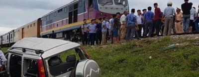 Hiện trường vụ tai nạn tàu hỏa đâm ô tô, 4 người thương vong