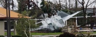 Căn cứ không quân Mỹ hoang tàn vì bị siêu bão \