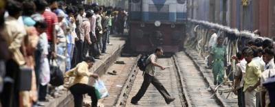 Ấn Độ: Tàu hỏa lao vào đám đông xem lễ hội, ít nhất 50 người thiệt mạng