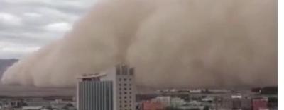 Video cận cảnh bão cát cao gần 100m \