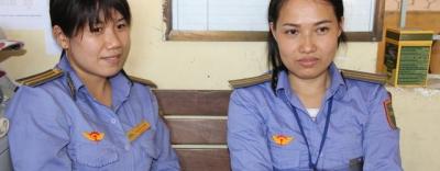 Bộ trưởng GTVT gửi thư khen 2 nhân viên gác chắn dũng cảm cứu cụ bà suýt bị tàu đâm ở Đồng Nai