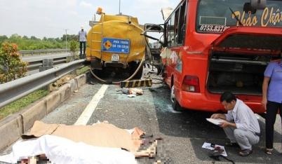 Hiện trường vụ thảm nạn ở cao tốc Trung Lương, 5 người chết