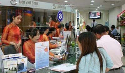 Ngân hàng Việt đầu tiên ưu tiên tuyển dụng nhân viên cùng họ với sếp