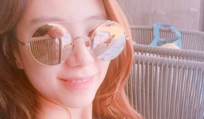 Bà xã Bae Yong Joon khoe vẻ đẹp tươi tắn dù đang bị ốm nghén