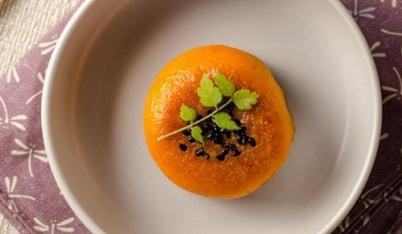 Học nhanh cách làm bánh bí đỏ chiên dẻo mịn, thơm phưng phức