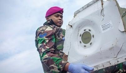 Tìm thấy vật nghi xác máy bay Indonesia chở 189 hành khách rơi xuống biển