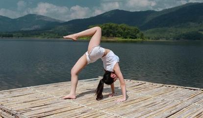 Hot girl Hải Phòng biểu diễn yoga trên nền nhạc 'Bánh trôi nước' của Hoàng Thuỳ Linh