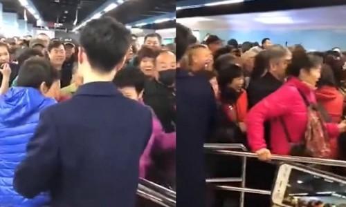 Khách TQ chen chúc nhau đến nghẹt thở trên tàu điện ngầm vì được đi miễn phí