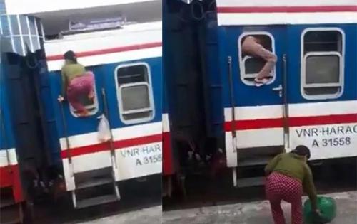 Trốn vé, hai người phụ nữ lên tàu hỏa bằng cách trèo qua cửa sổ