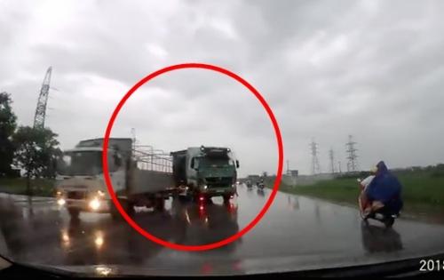 Video: Tài xế ô tô bẻ lái lao thẳng xuống ruộng tránh xe tải lấn làn