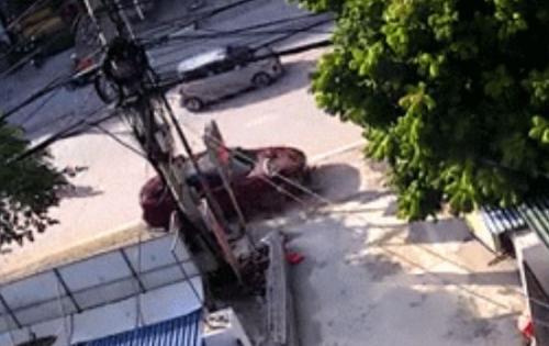 Tài xế ô tô say rượu tông bay người phụ nữ đang quét đường