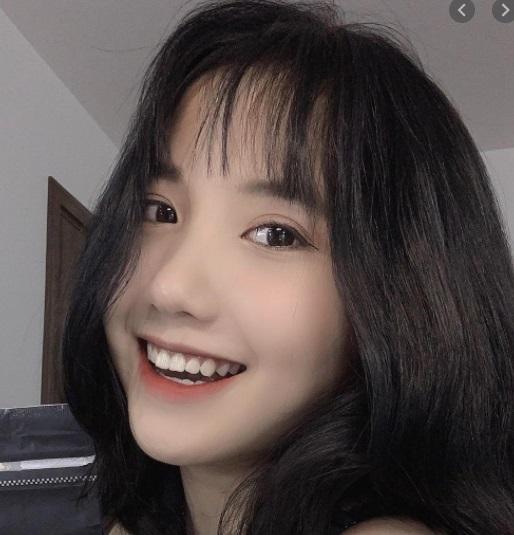 Hotgirl TikTok 17 tuổi Lê Thị Khánh Huyền lộ ảnh trong khách sạn với chiếc váy hờ hững 4
