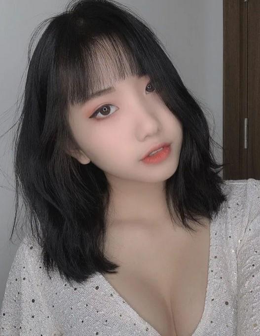 Hotgirl TikTok 17 tuổi Lê Thị Khánh Huyền lộ ảnh trong khách sạn với chiếc váy hờ hững 5