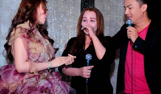 Kim Loan và em gái khóc nức nở nhắc lại biến cố ở The Voice