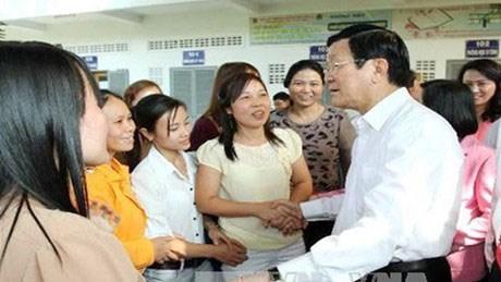 Chủ tịch nước thăm, chúc Tết công nhân xa nhà tại TPHCM