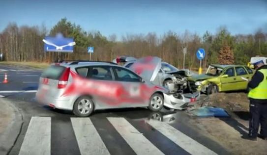 Cậu bé 8 tuổi lái xe gây tai nạn liên hoàn