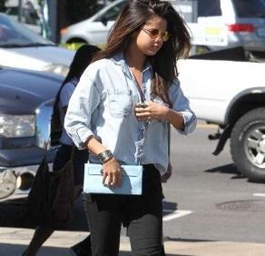 Selena Gomez trẻ trung đi ăn sau tin đồn qua lại với Justin Bieber