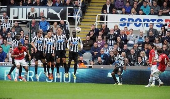 Newcastle 0-4 Man UTD: Giết 'chim' rồi giết 'hùm'