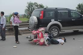 Tai nạn giao thông nghiêm trọng, xương sọ văng ra ngoài