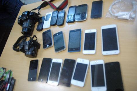 Triệt phá ổ nhóm chuyên câu trộm điện thoại, laptop