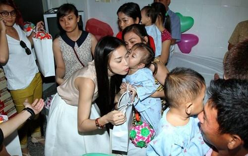 Ngô Thanh Vân cứu hơn 300 em nhỏ thoát khỏi tử thần