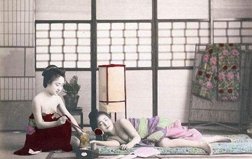 Cuộc sống của kỹ nữ ở phố đèn đỏ sầm uất nhất Nhật Bản