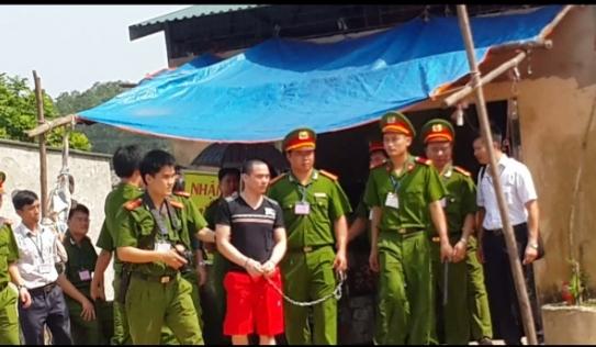 Clip: Hàng trăm người xem dựng lại hiện trường vụ án Nguyễn Thanh Chấn