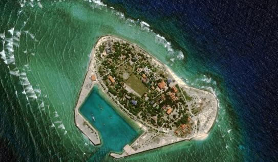 """Bloomberg: TQ đang biến Trường Sa thành """"Dubai nhái"""" ở biển Đông"""