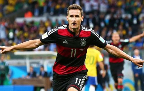 Klose chính thức phá vỡ kỉ lục ghi bàn tại World Cup của 'Rô béo'