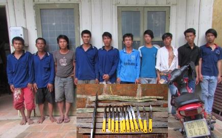 2 nhóm bốc vác đem theo 12 dao Thái Lan lao vào hỗn chiến
