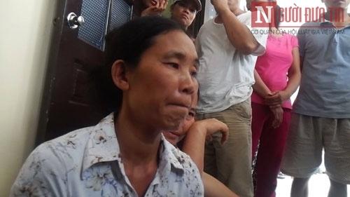 Bé gái chết bất thường, dân vây kín BV Quốc Oai
