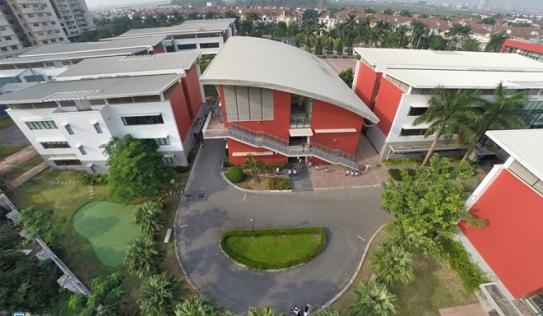 Trường học quý tộc có sân golf giữa lòng Hà Nội