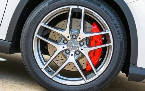 Các hãng xe sang ưa chuộng dùng lốp gì?
