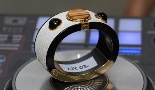 Intel giới thiệu dòng đồng hồ thông minh thời trang