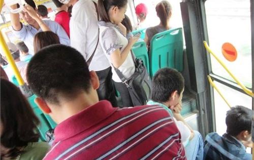 Vụ quấy rối tình dục trên xe buýt: Hà Nội yêu cầu công an điều tra