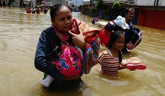 Lũ lụt tồi tệ trong lịch sử, 120.000 dân Malaysia phải sơ tán
