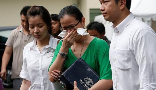 Thân nhân hành khách QZ8501 phẫn nộ vì tiền bồi thường chỉ bằng nửa MH370