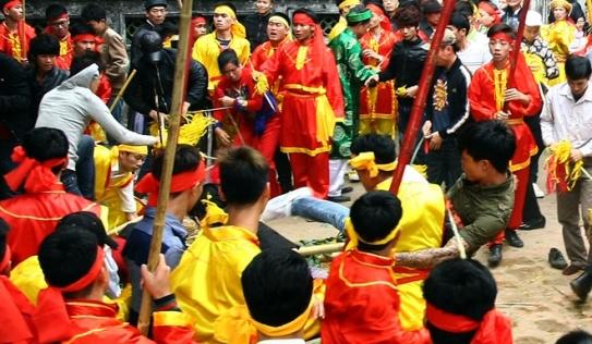 Tranh cướp hoa tre tại lễ hội Đền Gióng, trai làng hỗn chiến