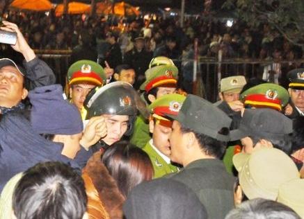 Tăng cường hơn 2.000 người bảo vệ lễ hội khai ấn Đền Trần 2015