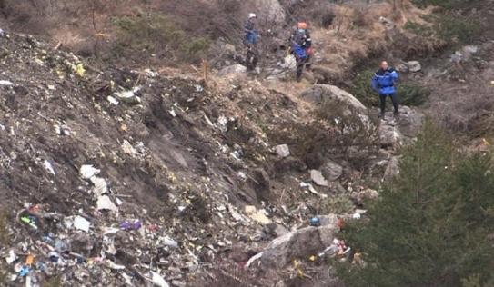 Bắt đầu thu thập thi thể nạn nhân máy bay rơi ở Pháp