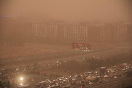 Video: Bắc Kinh chìm trong bão cát mạnh nhất 13 năm qua