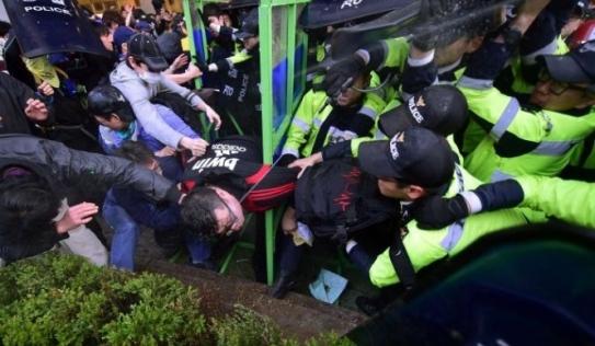 Hàn Quốc: Huy động 13.000 cảnh sát ngăn bạo động vì chìm phà Sewol