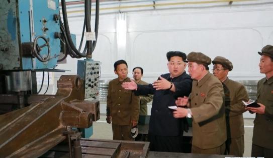 Kim Jong-un thị sát nhà máy cơ khí của Triều Tiên