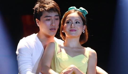 Lan Phương vừa nhảy, vừa diễn xuất thần trên sân khấu