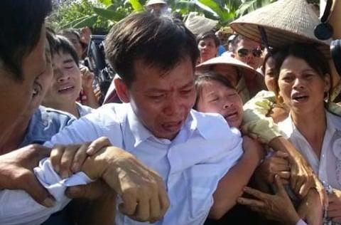 Lá đơn tố ông Chấn là hung thủ: Bí ẩn cuộc điện thoại cảnh báo 'oan chồng oan'