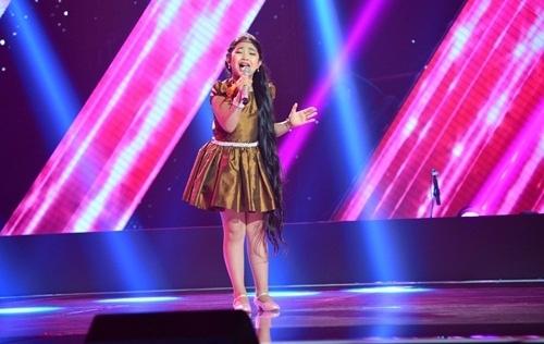 Giọng hát Việt nhí 2015 tập 4: 'Cô bé tóc dài' khiến cả 4 HLV mê mẩn