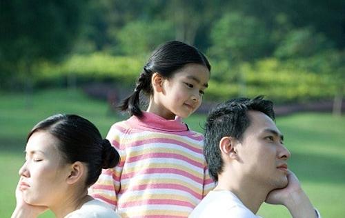Làm gì khi cha mẹ bất đồng trong việc nuôi dạy con?